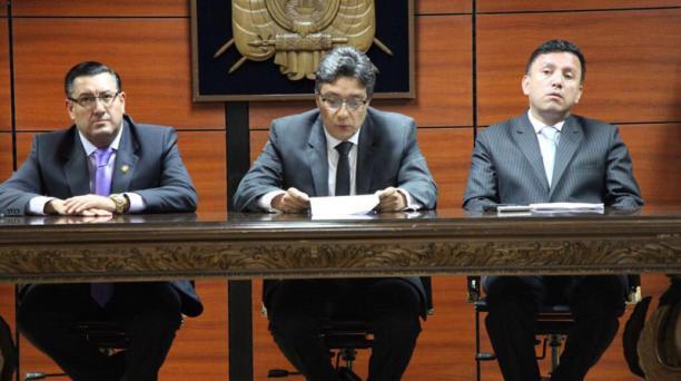 Los jueces del Tribunal Penal de la Corte Nacional de Justicia ratificaron la orden de prisión contra Rafael Correa, este 23 de julio del 2018. Foto: Twitter Fiscalía
