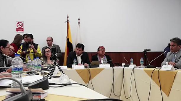 José Serrano (der.) compareció ayer en la Asamblea y estuvo frente a Ochoa. Foto: Asamblea Nacional