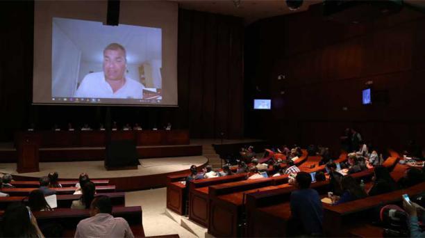 Este martes 14 de agosto del 2018, el expresidente Correa compareció por videoconferencia desde Bélgica por alrededor de una hora y media. Foto: Diego Pallero / EL COMERCIO