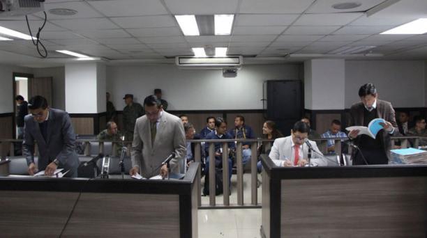El Juez dictó las medidas de presentación periódica en contra de dos militares procesados por la muerte de Frolilán Jiménez. Foto: Twitter Fiscalía General del Estado