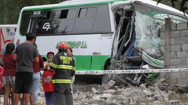 Un bus de pasajeros se chocó el martes en el sector de San Juan de Cumbayá. Foto: Archivo / EL COMERCIO