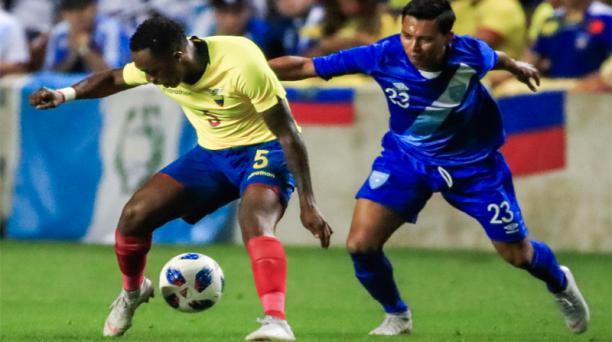 El volante ofensivo Renato Ibarra (5) actuó en los dos partidos de la Selección en territorio estadounidense. EFE