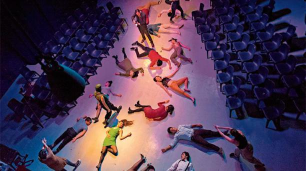 Ocho actores hacen parte del elenco y un 'coro' de 14 estudiantes recrea la multitud de 'Asalto al centro comercial'. Foto: Cortesía Muégano Teatro