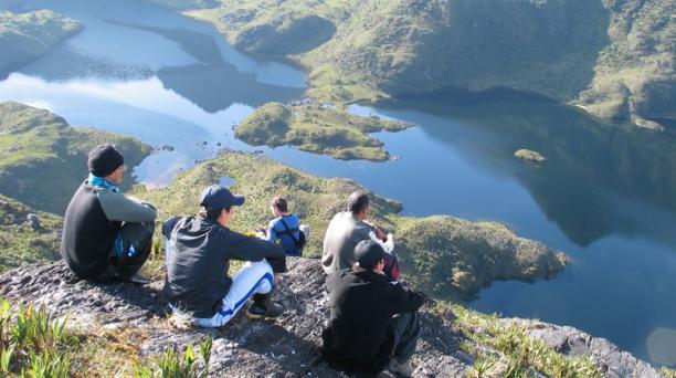 La laguna De los Compadres, dentro del Parque Nacional Podocarpus, es un destino exótico del sur del país.