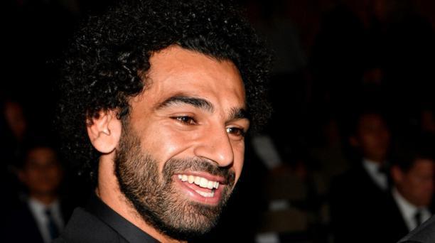El delantero egipcio del Liverpool, Mohamed Salah, posa para los fotógrafos a su llegada a los premios ''FIFA the Best 2018'' en Londres, Reino Unido, el 24 de septiembre del 2018. Foto:  Neil Hall / EFE
