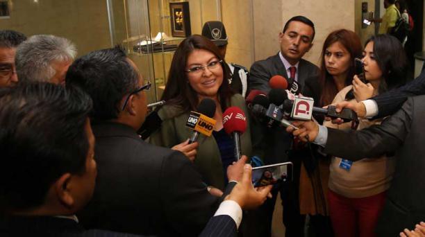 En la foto, del 26 de septiembre del 2018, la asambleísta Sofía Espin habla sobre su visita a la Diana en la cárcel número 4. Foto: Diego Pallero / EL COMERCIO