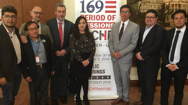 Familiares del fotógrafo Paúl Rivas, periodista Javier Ortega y conductor Efraín Segarra se reunieron con el relator Especial para la Libertad de Expresión de la CIDH, Edison Lanza; el Equipo de Seguimiento Especial, junto a delegados de Colombia y Ecuado