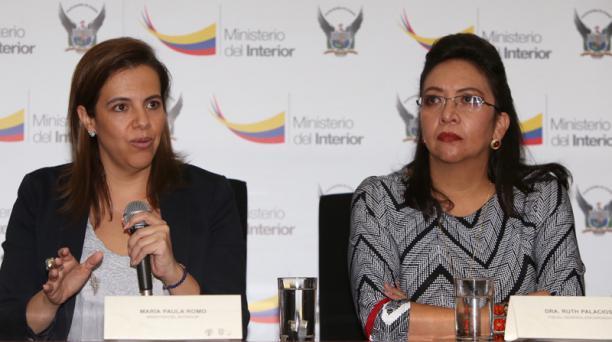 La ministra del Interior, María Paula Romo, dio una rueda de prensa este 17 de octubre del 2018 sobre los allanamientos a dependencias militares. Foto: Vicente Costales / EL COMERCIO
