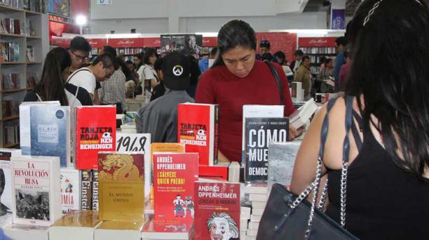 Este jueves 15 de noviembre del 2018 entre las 20:00 y las 23:00 la Feria del Libro de Quito contará con descuentos en sus productos. Foto: Eduardo Terán/ EL COMERCIO.