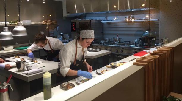 El restaurante Ikaro de la ecuatoriana Carolina Sánchez y el vasco Iñaki Muria fue reconocido el pasado 21 de noviembre del 2018 con una estrella Michelín. El local oferta una fusión de gastronomías ecuatoriana, española y vasca. Foto: Facebook/ Restauran