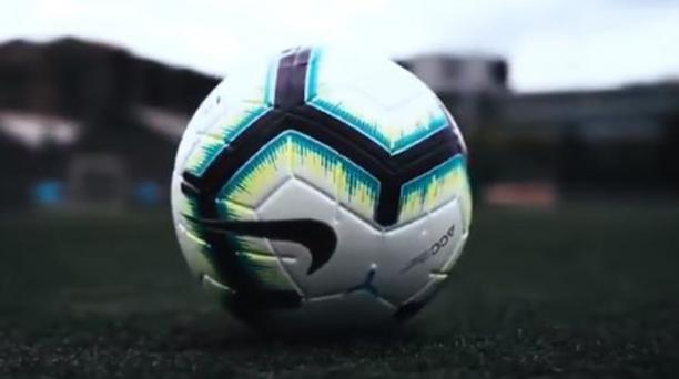 Imagen del balón Nike Merlin ACC será el utilizado en la LigaPro 2019, tomada de la cuenta de Twitter @LigaProEC