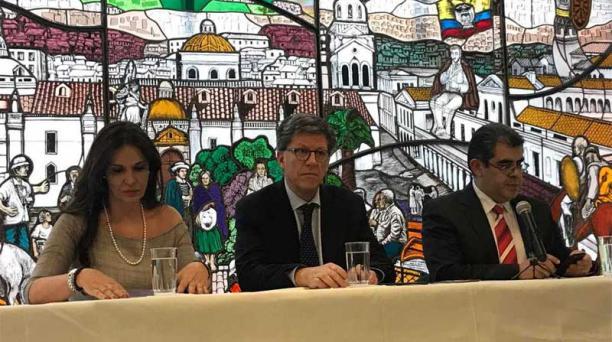 José Miguel Vivanco, director de Human Rights Watch (HRW), durante la rueda de prensa por la conmemoración del 70 aniversario de la declaración del Día de los Derechos Humanos, en la Universidad Andina, en Quito, este 10 de diciembre del 2018. Foto: Cort