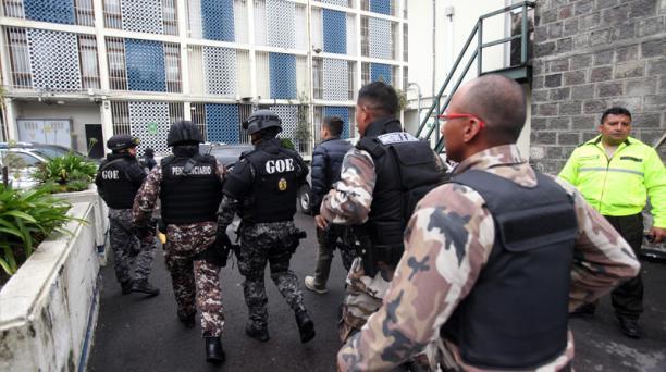 El 27 de noviembre, los militares detenidos fueron trasladados a la Fiscalía, en Quito, para que rindan sus versiones.