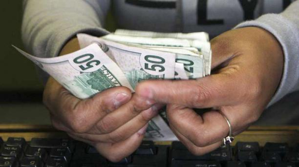 El Gobierno ajustará el precio de los salarios de los servidores públicos para el 2019. Foto: Archivo/ AFP