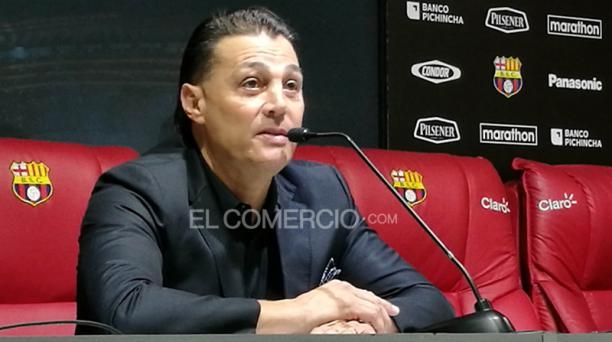 Carlos Alejandro Alfaro Moreno renunció a la vicepresidencia de Barcelona Sporting Club, durante una rueda de prensa en el Monumental. Foto: Ronald Ladines / EL COMERCIO