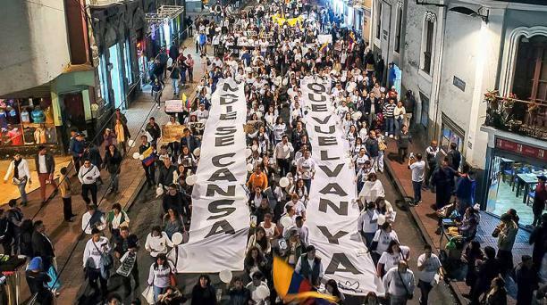 El 19 de abril se realizó en Quito una marcha por la paz y la unidad. La gente vistió camisetas blancas. Foto: archivo / EL COMERCIO
