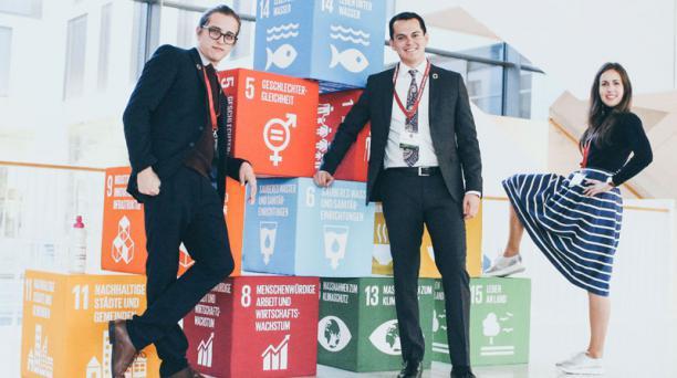 Valdivieso  (centro) y su equipo de trabajo desarrollaron una conferencia en Alemania. Foto: Cortesía Michael Valdivieso.