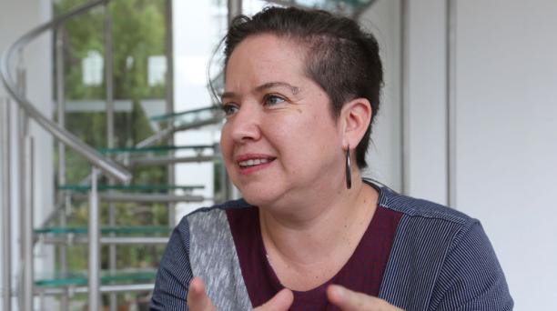 Paulina León es artista, curadora, docente y coordinadora de Arte Actual. Foto: Vicente Costales/ EL COMECIO.