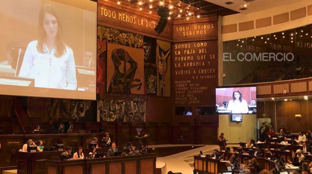 Ana Galarza presenta sus descargos en el Pleno de la Asamblea, que analiza el informe de la Comisión Multipartidista. Foto: Galo Paguay/ EL COMERCIO