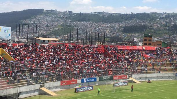 Estudiantes del colegio Montúfar durante la final Sub 16 ante el Eugenio Espejo en el estadio del Aucas, el 15 de febrero del 2019. Foto: Jinson Herrera / EL COMERCIO