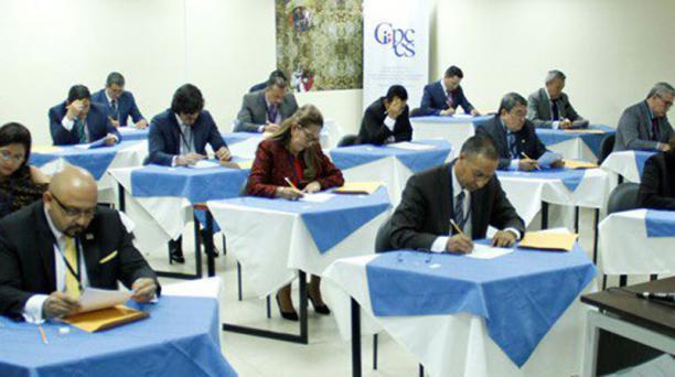 Los 17 postulantes que superaron la etapa de calificación de méritos rindieron la prueba escrita, programada para las 16:00 del lunes18 de febrero del 2019. Foto: Tomada de la cuenta Twitter @CPCCS