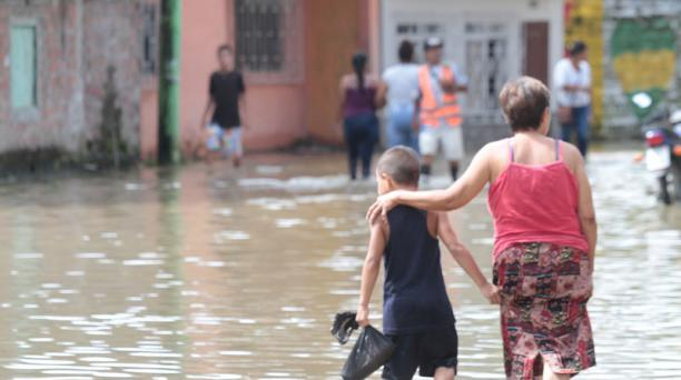 El centro de Jujan está bajo el agua. Foto: Mario Faustos / EL COMERCIO