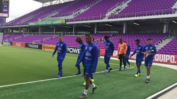 Imagen de los jugadores integrantes de la Selección de Ecuador que se entrenó en Nueva Jersey desde el viernes. El miércoles 27 de marzo de 2019 regresará al país, tomada de la cuenta de Twitter @FEFecuador