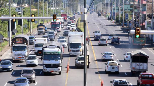 La Panamericana Sur tiene 4 carriles entre Machachi y Tambillo que no abastecen el flujo vehicular que pasa por ahí. Foto: Diego Pallero / EL COMERCIO