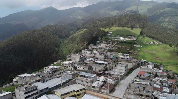 En el sector alto de Atucucho, en el norte del Distrito, hay casas que se ubican por sobre el bosque. Algunas están junto a las quebradas. Foto: Vicente Costales / EL COMERCIO