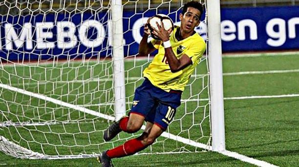 Johan Mina durante la celebración de uno de los goles que le marcó a Chile, en el Sudamericano sub 17 de Perú.