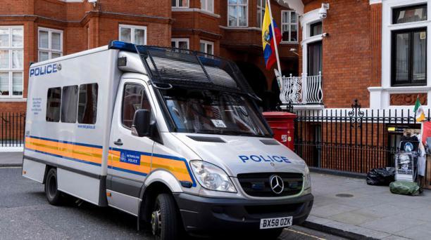 La Embajada de Ecuador en Londres el 11 de abril de 2019, luego del arresto al fundador de WikiLeaks, Julian Assange. Foto: AFP