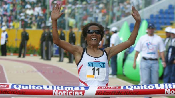 La atleta ecuatoriana Martha Tenorio cruza la meta en la edición del 2006. Foto: Archivo / EL COMERCIO