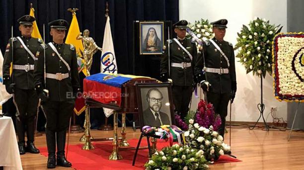 El funeral de Julio César Trujillo se realiza este 20 de mayo del 2019 en el auditorio den Centro Cultural de la PUCE. Foto: Galo Paguay/ EL COMERCIO