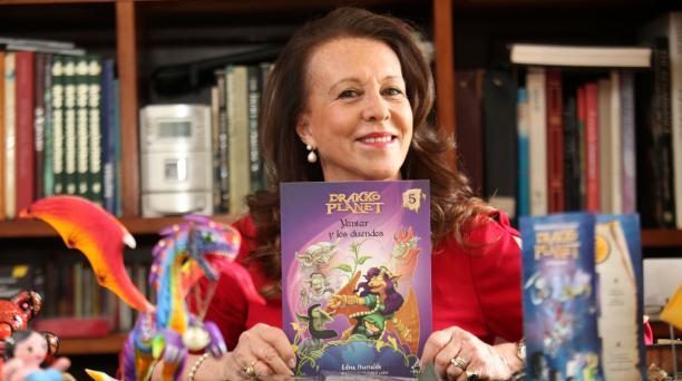 La escritora Edna Iturralde es la autora de esta saga de fantasía y aventura