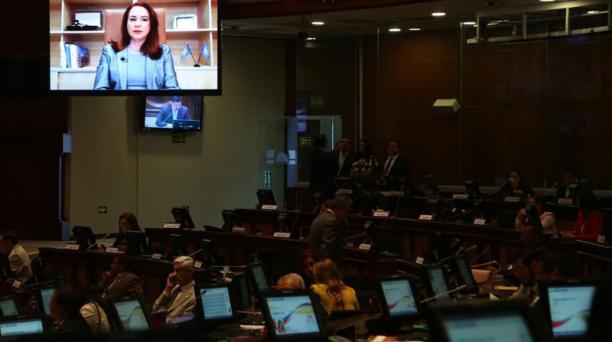 María Fernanda Espinosa, excanciller del Ecuador, responde al Pleno de la Asamblea Nacional mediante videoconferencia este 5 de junio del 2019, durante el juicio político llevado en su contra. Foto: Diego Pallero / EL COMERCIO