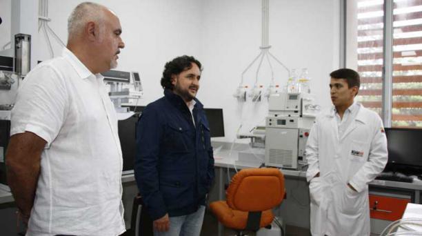 El ministro de Telecomunicaciones Andrés Michelena visitó la Universidad Ikiam, durante su visita a la provincia de Napo. Foto: Cortesía