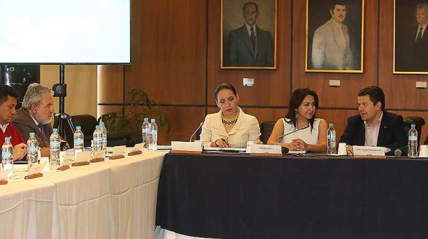 El último evento de la mesa de Democracia se realizó en la Asamblea con la participación de legisladores y la presidenta del CNE, Diana Atamaint. Foto: Vicente Costales / EL COMERCIO