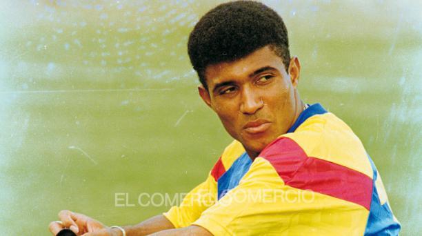 Ángel 'El Cuchillo' Fernández, con la camiseta de la Selección de Ecuador en 1993. Foto: Archivo histórico / EL COMERCIO