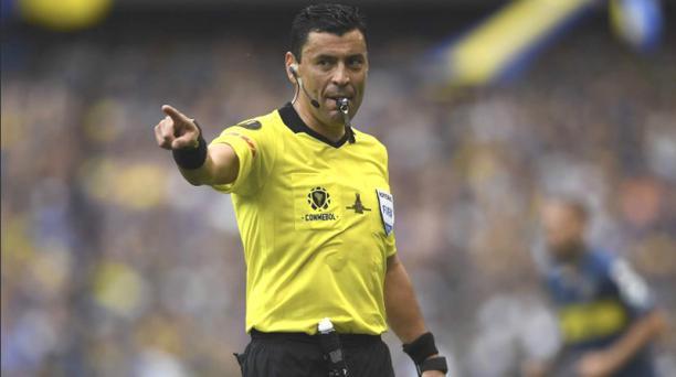 Imagen del árbitro chileno Roberto Tobar, quien dirigirá la final de la Copa América el domingo 7 de julio del 2019 en el estadio Maracaná de Río de Janeiro entre las selecciones de Basil y Perú, tomada de la cuenta de Twitter @Law5_TheRef