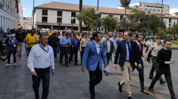 Dirigentes del taxismo fueron recibidos en el Palacio de Carondelet para que expongan sus demandas. Foto: EL COMERCIO