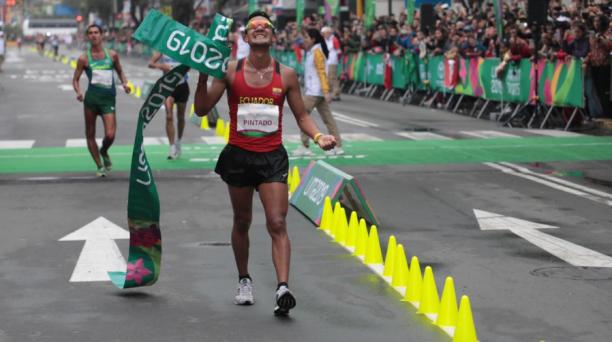 Daniel Pintado logró la medalla dorada en los 20 Km marcha de los Juegos Panamericanos 2019. Foto: @DeporteEc