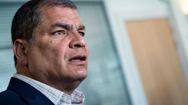 La defensa de Rafael Correa tramita el recurso de apelación a la orden de prisión preventiva ordenada por el caso Sobornos. Foto: AFP