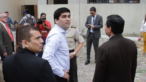 El vicepresidente Otto Sonnenholzner durante un recorrido en la Universidad de Guayaquil. Foto: Mario Faustos   / El Comercio