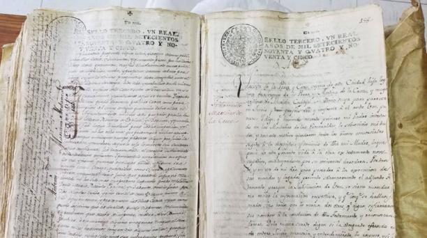 El colectivo Cofradía de los Duendes denunció este 5 de septiembre del 2019 el robo del testamento de Eugenio Espejo. Foto: Facebook Cofradía de los Duendes.