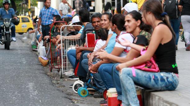 Ciudadanos venezolanos ingresan a Colombia por el puente Internacional Simón Bolívar, en Cúcuta (Colombia). Foto: EFE