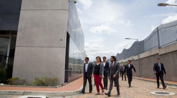 Autoridades de la CNT y del Ministerio de Telecomunicaciones recorrieron ayer el edificio del Data Center.