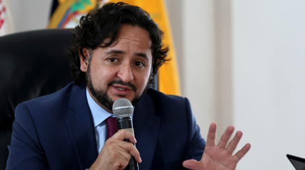 El ministro de Telecomunicaciones, Andrés Michelena, presentó el proyecto de Ley de Protección de Datos Personales a la Asamblea Nacional. Foto: EFE