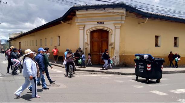 El mercado Plaza Central, en Tulcán, atendió al público ayer, sábado 28 de septiembre del 2019, la mitad de la jornada. Foto: Javier Montalvo para EL COMERCIO
