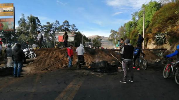 Ingreso de varias fincas fue obstruido. Los trabajadores son impedidos de entrar. Foto: cortesía Expoflores.