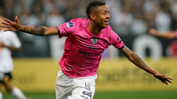 Gabriel Torres celebra el gol que le marcó a Corinthians, en la semifinal de ida, disputado en septiembre, en el estadio mundialista de Sao Paulo. AFP